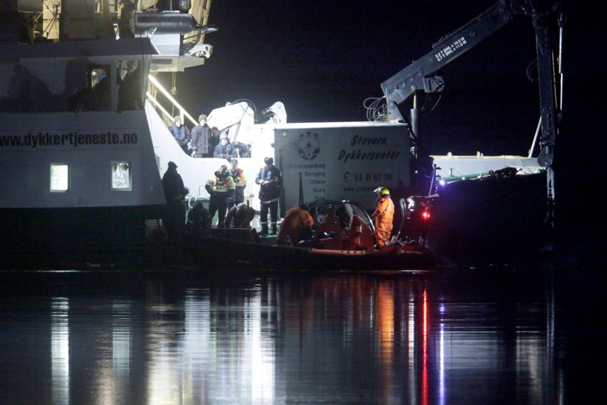 FUNNET: De fire omkomne ble funnet i helikoptervraket. Senere i dag starter hevingen av helikopteret.