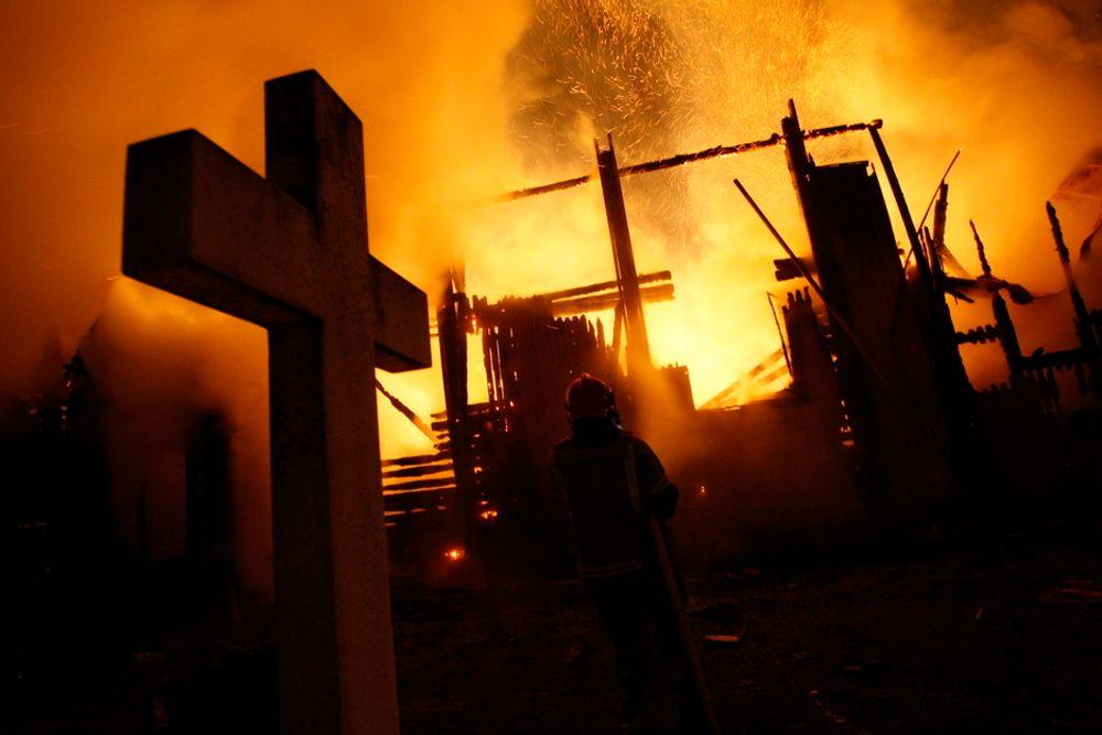 FOR SENT: Hønefoss kirke brant ned til grunnen 26. januar 2010. Dagen etter skulle kirkebygget fått installert et brannvarslingssystem.
