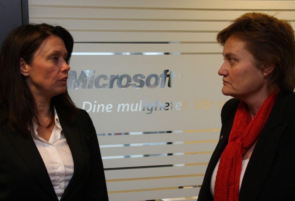 SAMMEN: På mandagens møte mellom it-minister Rigmor Aasrud (t.h.) og Microsoftsjef Hege Skryseth var samarbeid og ikke standardiseringskrangel som sto på dagsorden.