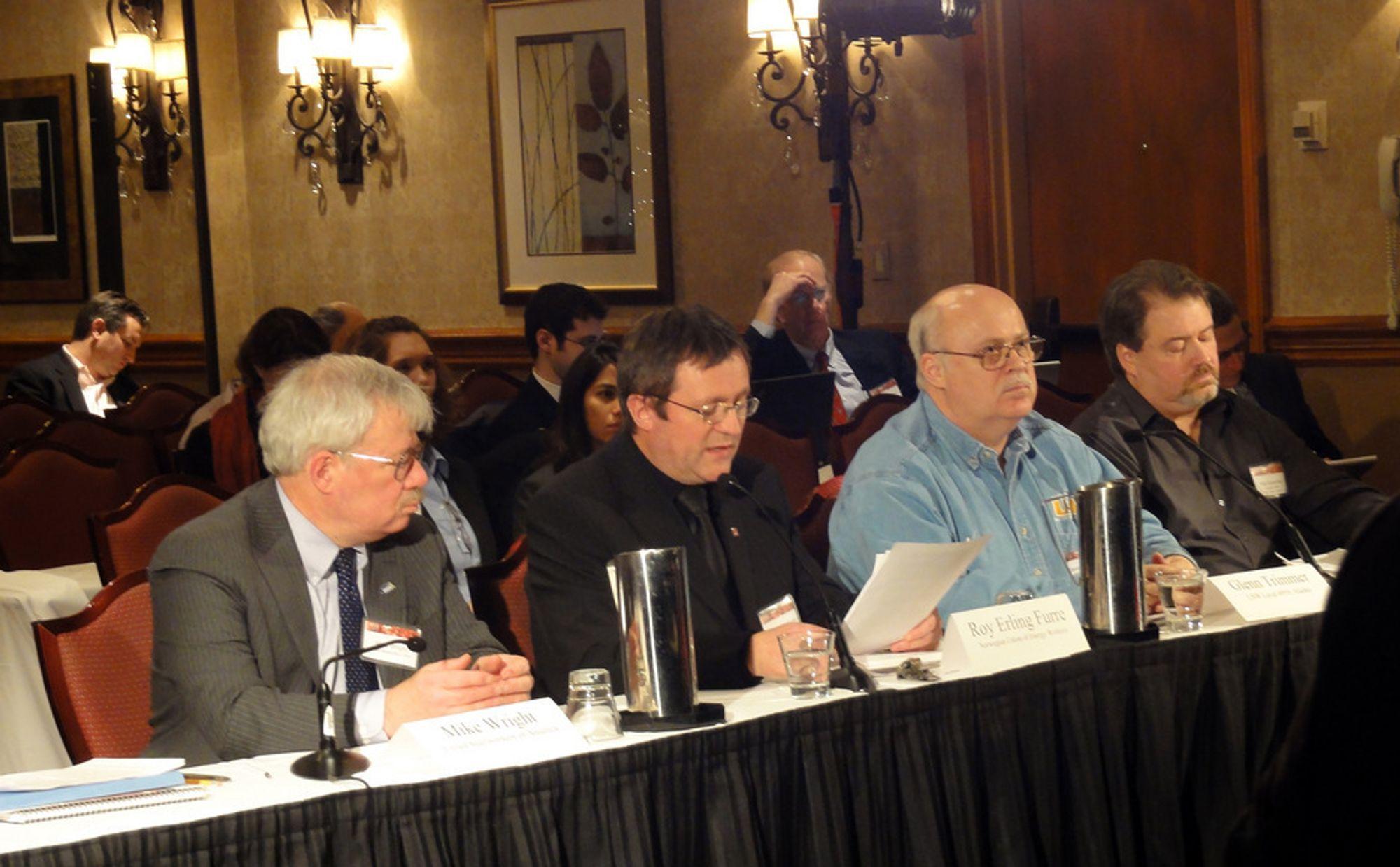 Roy Erling Furre, andre fra høyre, under en høring i US Chemical Safety Board i Washington.