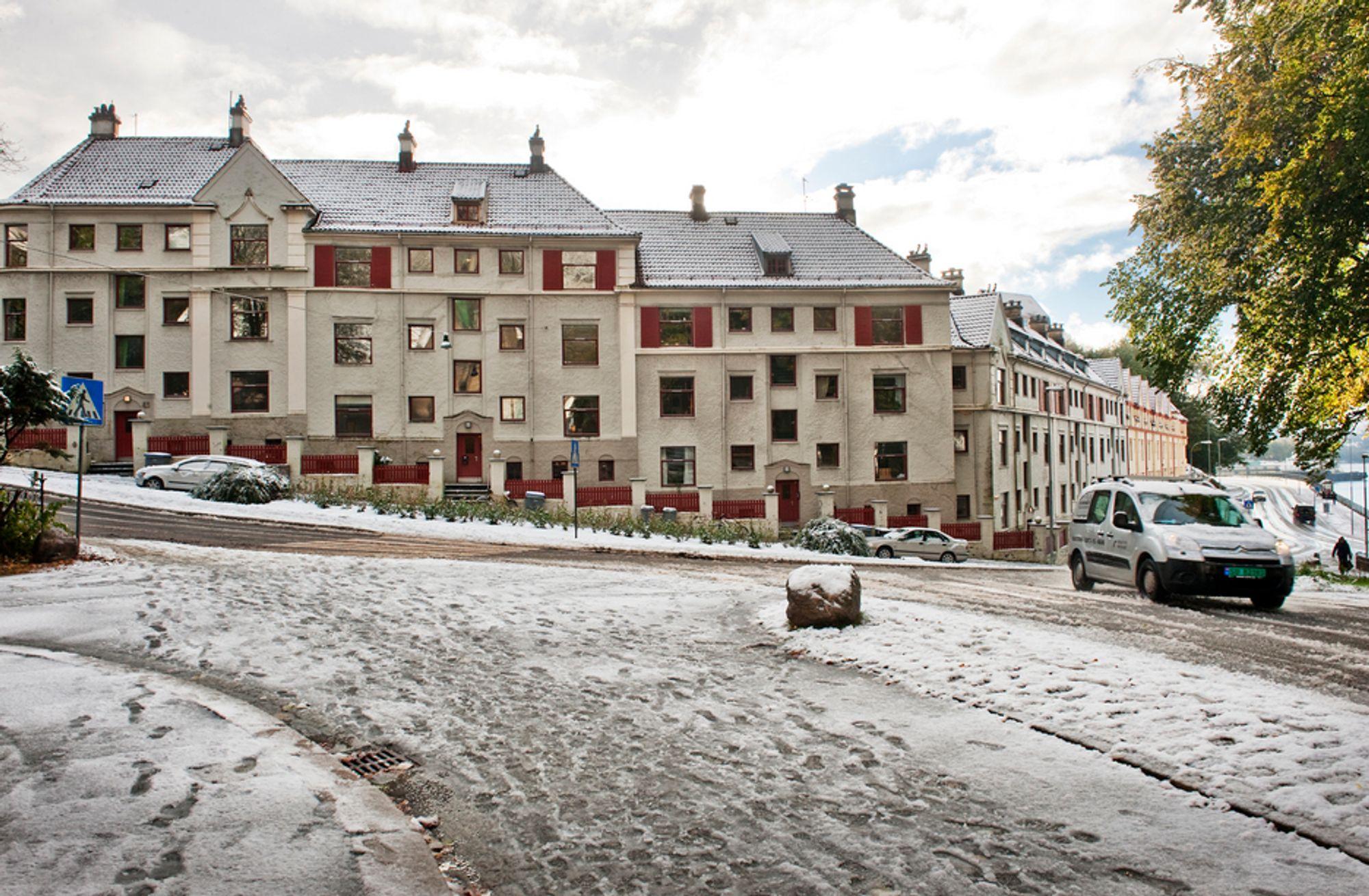 AVGJORT: Fem boligeiere i denne bygården i Bergen får nå hevet sine kjøp etter en flere år lang strid om setningsskader og reklamasjonsfrist.