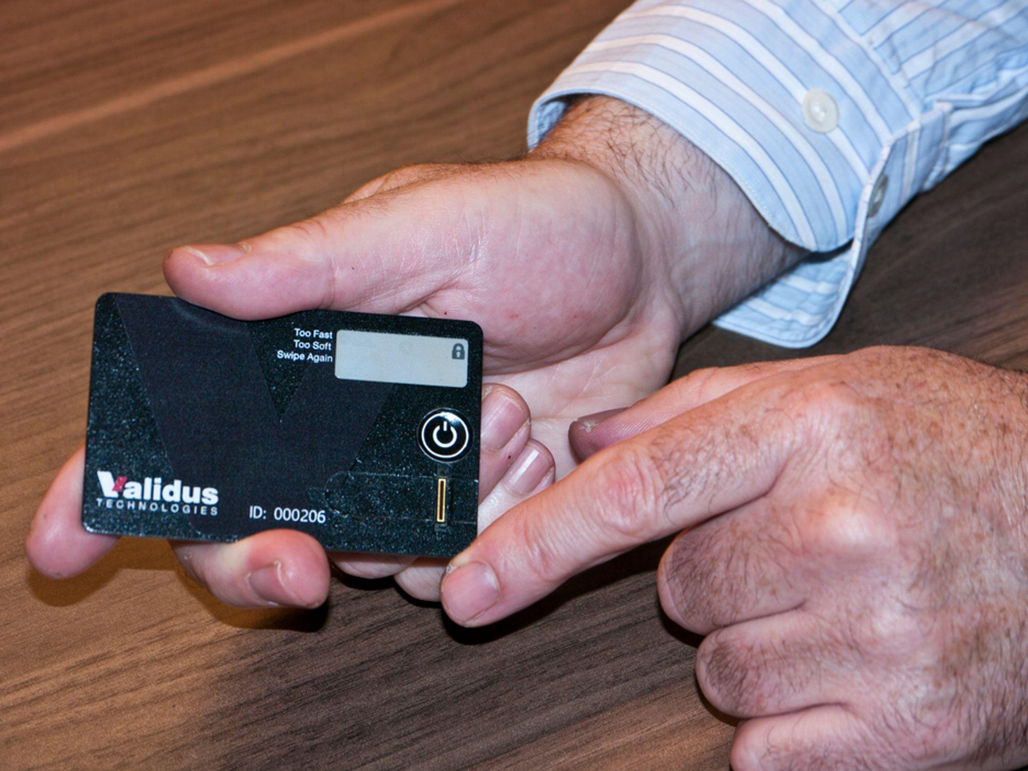 TYNT: Betalingskort med innebygget leser for fingeravtrykk introduserer en nytt nivå av sikkerhet, og markedet er spådd stor vekst i årene fremover.
