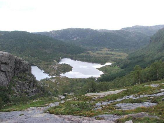 Ritlandkrateret i Hjelmelandsheiene i Rogaland ble dannet da en meteoritt fra astroidebeltet traffe jorden med enorm kraft for 500 millioner år siden. Nå jobber forskere i krateret for å finne flere svar om jordens utvikling.