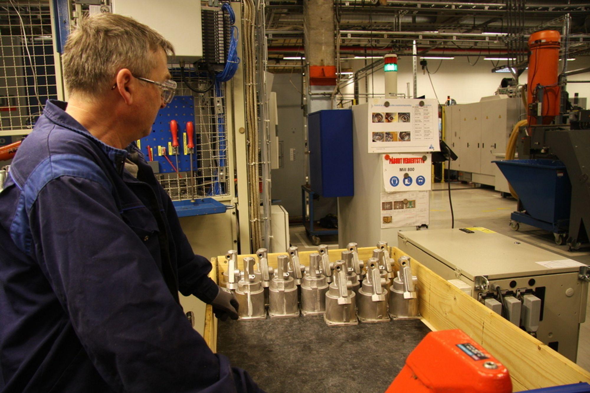 Kongsberg Automotive (KA) stenger fabrikken i Hagerstown i USA. Her ser vi KAs bildelsproduksjon i Hvittingfoss.