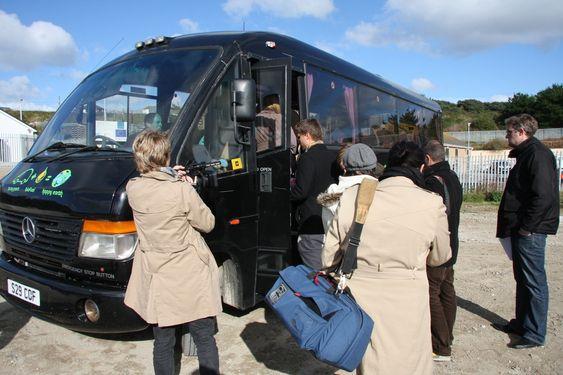 KOMFORT KLASSE: Minibussen som var vårt hjem i 16 timer.
