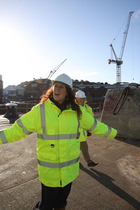 HER: Falmouth har dypvannskai og masse ledig plass for vindkraftindustri i havneområdet. Amanda Pound viser omfanget.