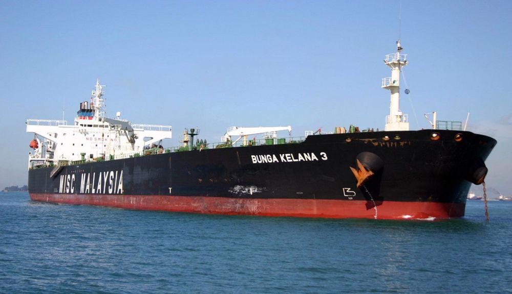 Oljetankeren Bunga Kelana 3 (bildet) kolliderte med bulkskipet MT Waily i Singaporestredet tirsdag morgen norsk tid.