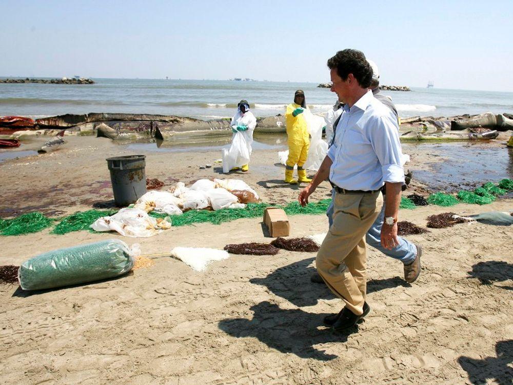 ¿ BP har forpliktet seg til å gjøre alt vi kan for å begrense skadevirkningene av denne tragiske hendelsen, sa BPs toppsjef Tony Hayward mandag.