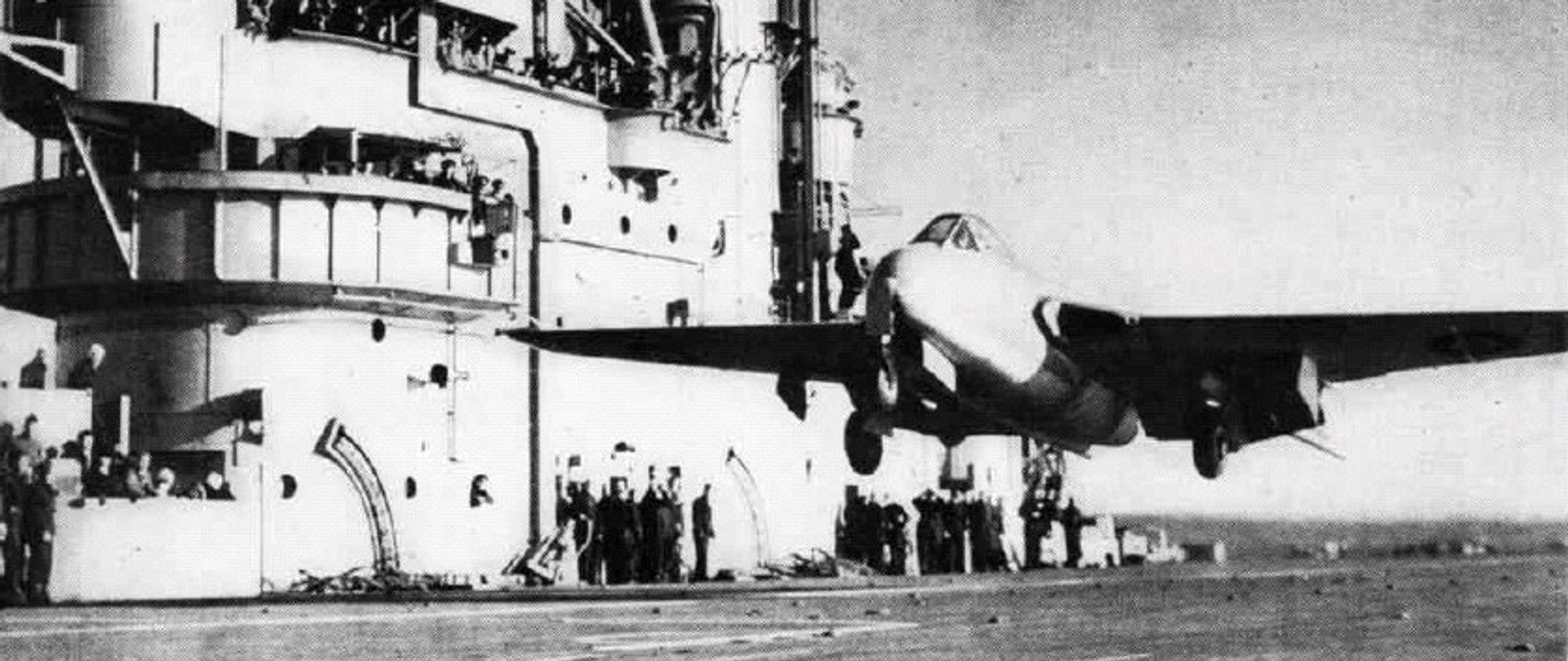 ENESTÅENDE KARRIERE: Her letter Brown fra HMS Ocean i sitt Sea Vampire 21 i desember 1945, etter tidenes første hangarskiplanding med jetfly.