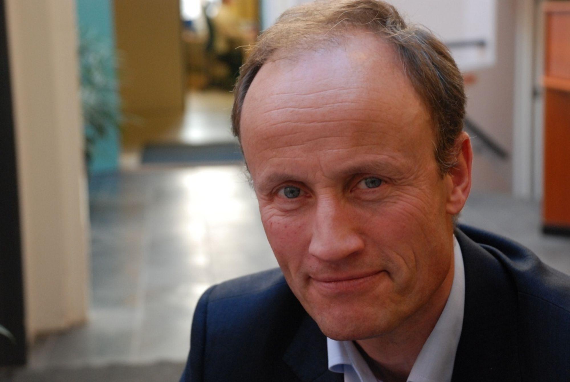 SKAL STØTTE TEKNOLOGI: Enova-direktør Nils Kristian Nakstad skal støtte teknologi som er nær markedsintroduksjon, ifølge den nye avtalen med eieren Olje- og energidepartementet. FOTO: Jannicke Nilsen
