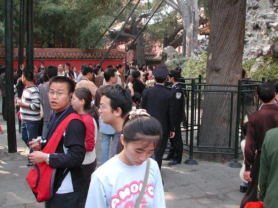 VELSTAND: Kinas befolkning tar raske skritt ut av bondelandets fattigdom til middelkalsseliv i storbyene.