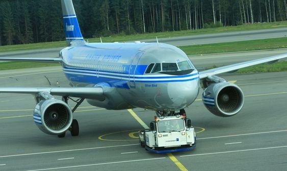 A320-serien blir ikke erstattet med det første. Her er en A319 fra Finnair med samme dekor som Convair-flyene deres hadde på 50-tallet.