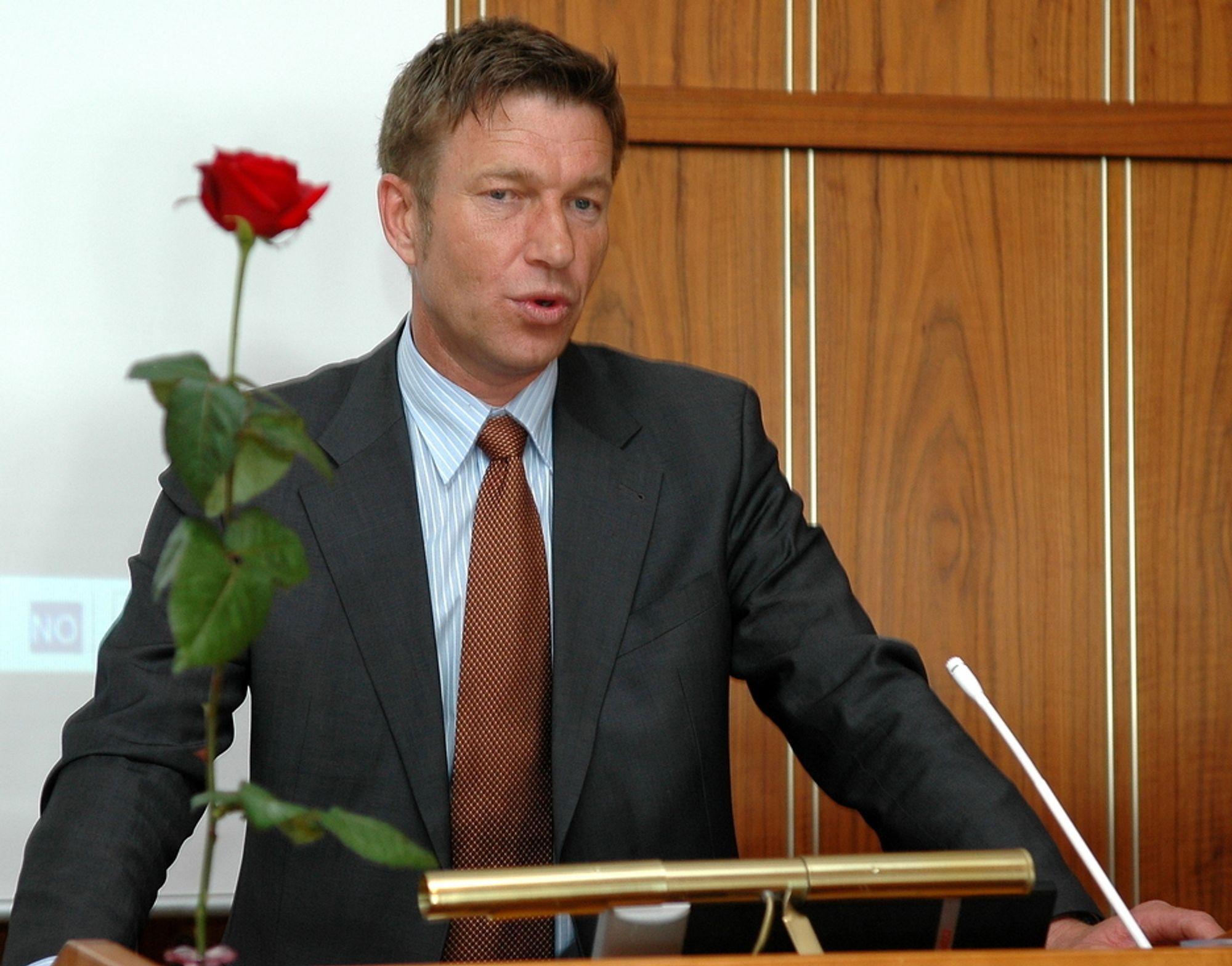 - Energibransjen må gjennom risiko finne frem til de gode løsningene, sier Terje Lien Aasland, leder av næringskomitéen på Stortinget