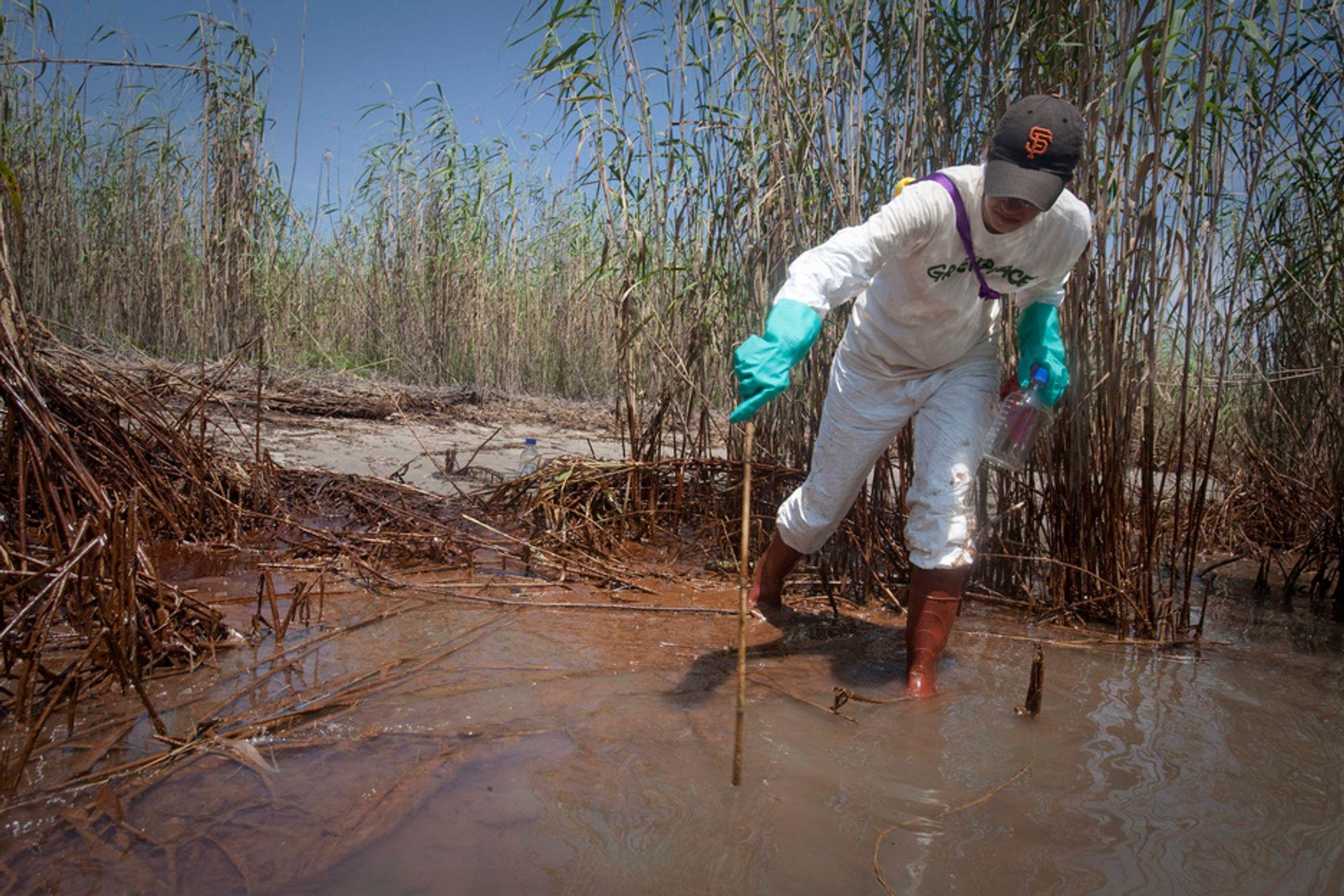 Amerikanske myndigheter forbereder seg på at utslippet fra brønnen i Mexicogolfen kan fortsette i månedsvis.