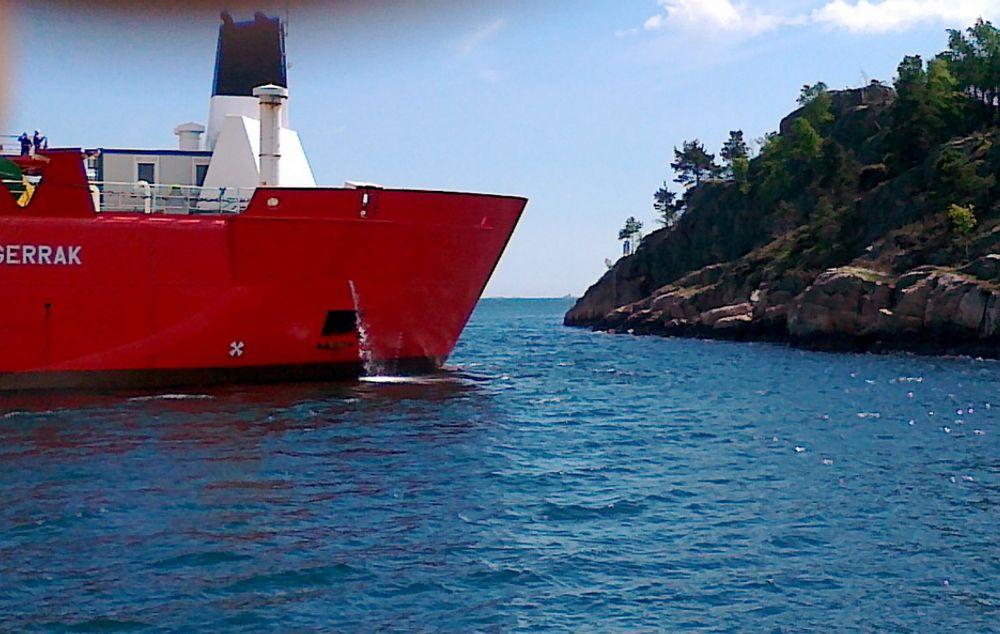 NÆRE PÅ: Skipet Nexans Skagerrak var nær ved å gå på land etter motorstans utenfor Kristiansand lørdag.
