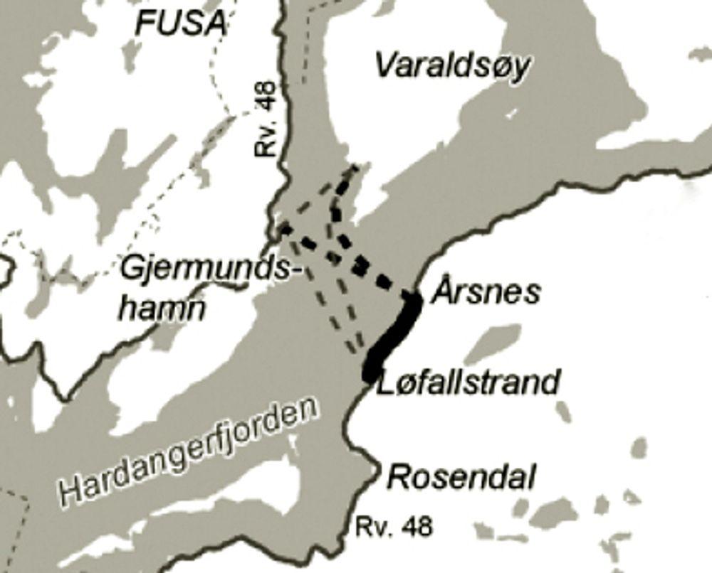 Fergeforbindelsen over Kvinnheradsfjorden ble kortere da fergeleiet på Årsnes ble tatt i bruk 1. juli. Fra samme dato ble fergeleiet på Løfallstrand nedlagt.