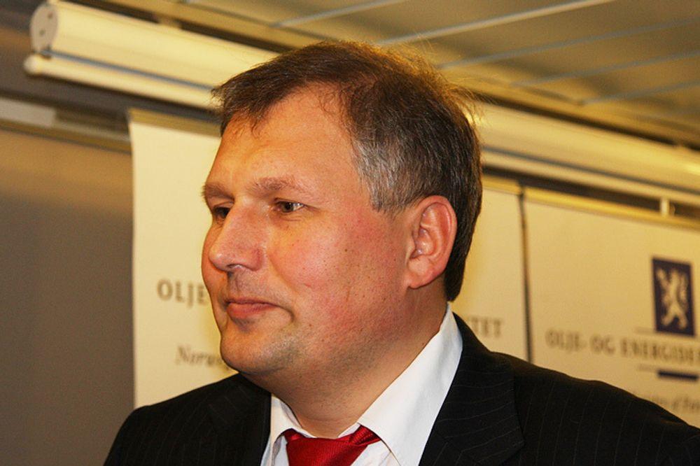 100 MILLIONER: - Millionene skal gå til avbøtende tiltak til reiselivet i regionen, slik at Hardanger som region kommer bedre ut, sier statsråd, Terje Riis-Johansen.