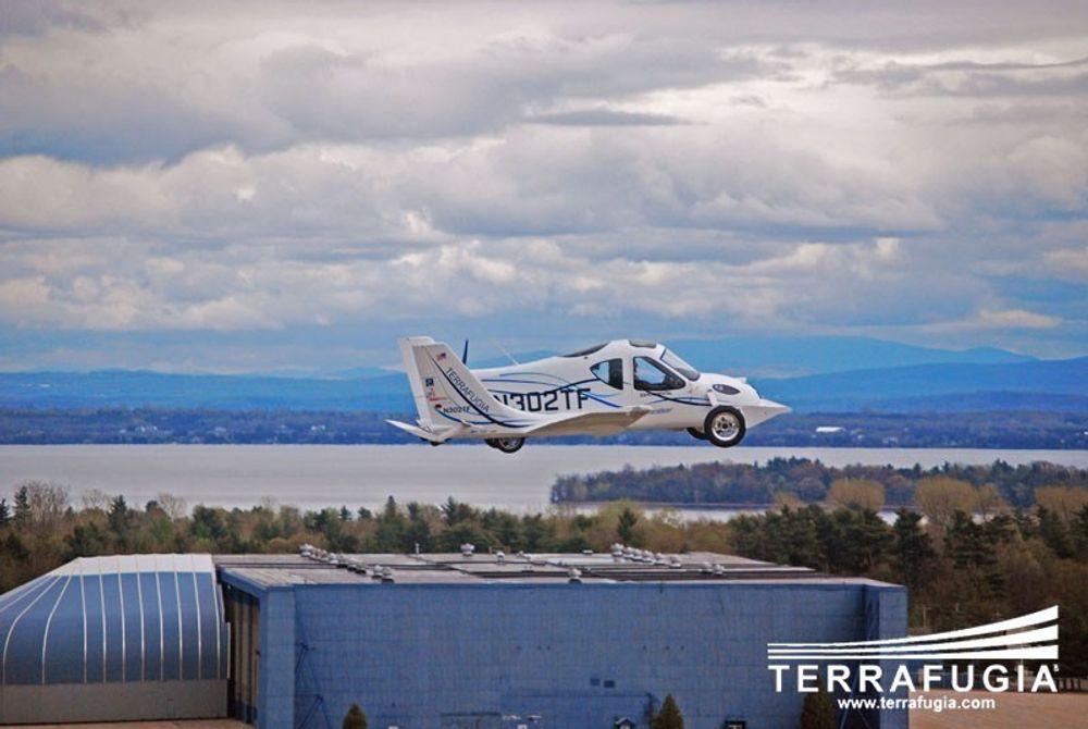 I LUFTA: Terrafugia Transition har en maks hastighet i luften på 185 kilometer i timen, og kan fly omlag 730 km på en tank.