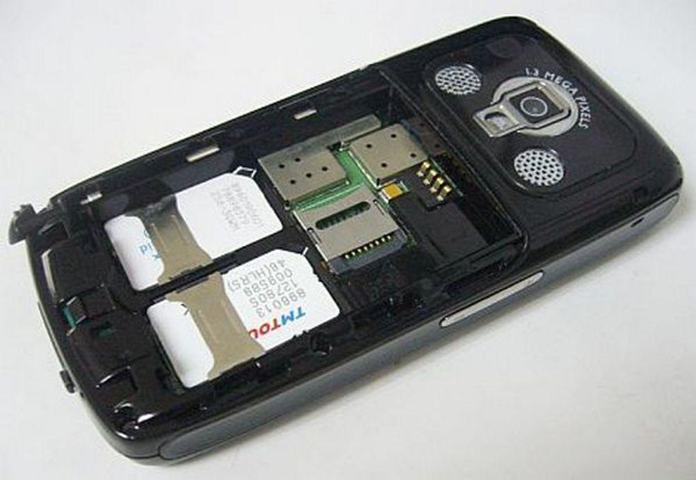 DOBBEL: Flere av telefonene som PT krever stoppet er utstyrt med to simkortholdere.