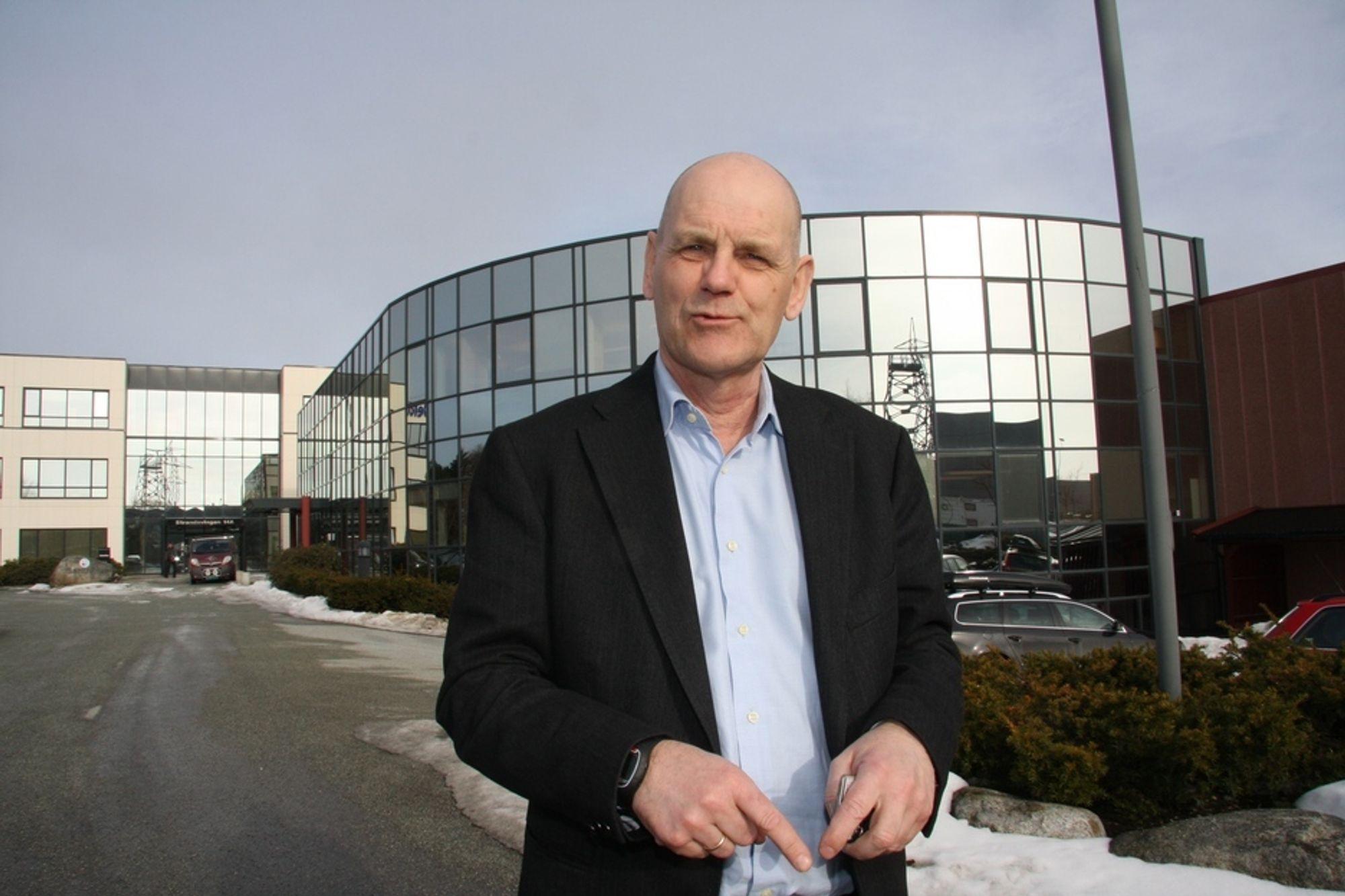 - Kunnskap, erfaring og innsikt vil aldri kunne erstattes av teknologi eller smarte løsninger, sier Jon Stærkebye, global divisjonsdirektør for olje og gass i IBM.