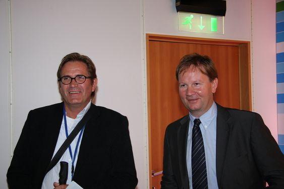 DNVs stasjonssjef i Stavanger, Erik Westlye og adm.dir. Lars Peder Solstad i Solstad Offshore smiler fornøyd over de klimanøytrale skipskonseptet.
