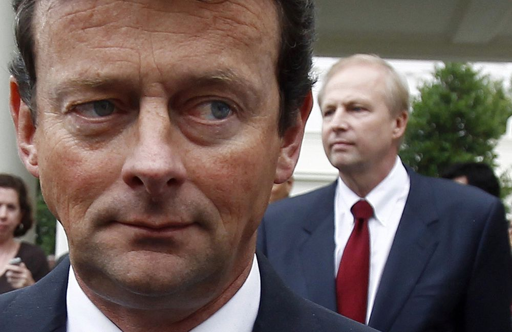 BP-sjef Tony Hayward fratrer fra sin stilling i oktober og blir erstattet av Bob Dudley.