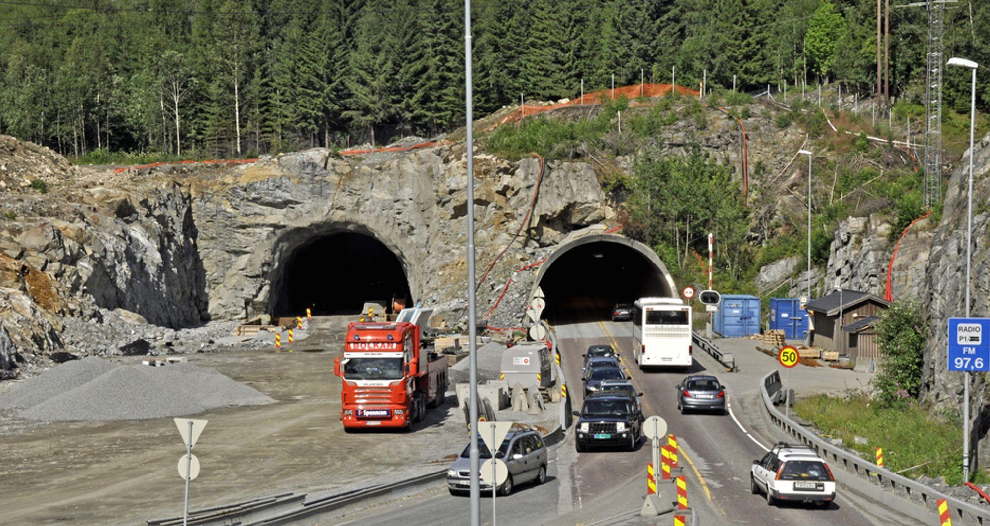 De danske firmaet KB Electrotech leder konkurransen om kontrakten på elektroinstallasjonene i begge løpene i Eidsvolltunnelen.