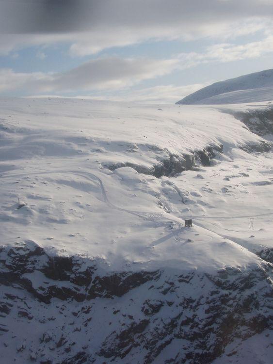 HØYRISIKO 2: Fra Nordnes, feltstasjon for overvåking. Ustabilt område er ute til høyre.