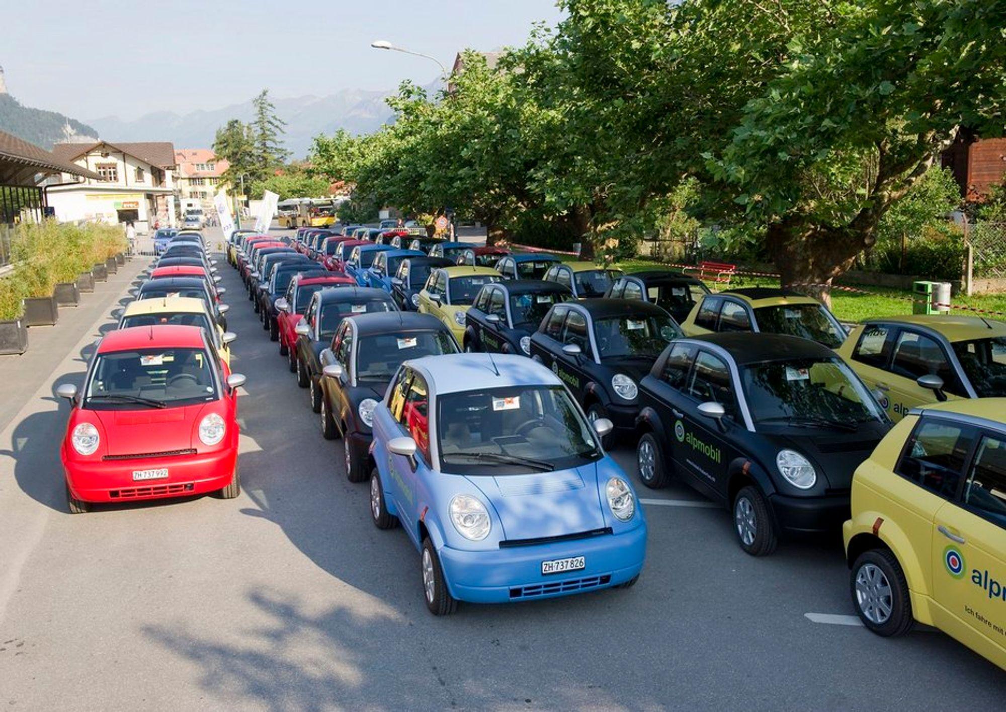 De elektriske alpebilene fra Think er nå levert i Sveits. Her skal de brukes som leiebiler.