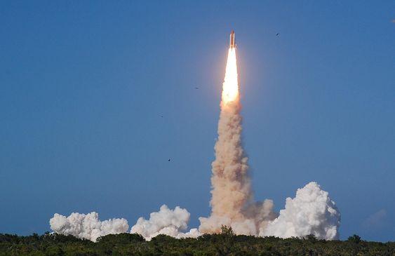 Romferga Discovery ble skutt opp fra Cape Canaveral i strålende vær klokka 17.02 lokal tid.