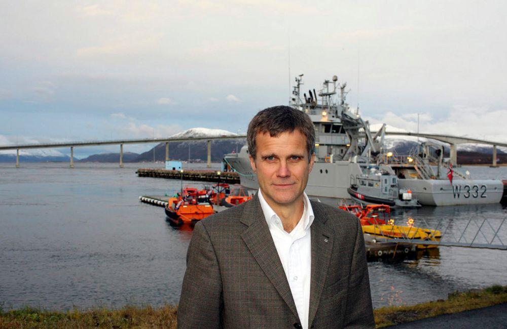 I VESTERÅLEN: Konsernsjef Helge Lund i Statoil under torsdagens besøk i  Vesterålen, der han blant annet deltok på et dialogmøte i regi av Vesterålen regionråd hos Kystvakta i Sortland.