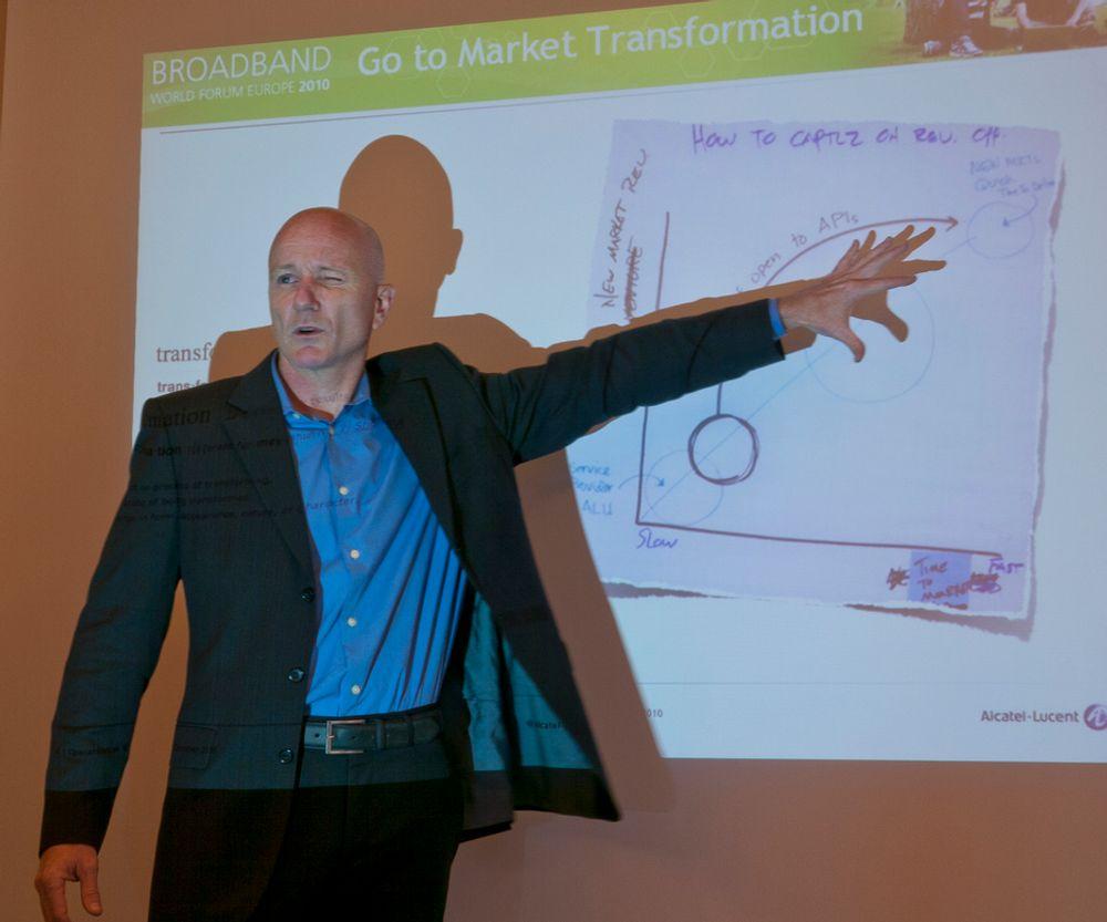 RASKT OG BILLIG:Åpne programmeringsgrensesnitt og verktøy kan revolusjonere de tidligere så lukkede telenettene og skape nye verdier mye raskere mener Scott Monson i Alcatel Lucent.