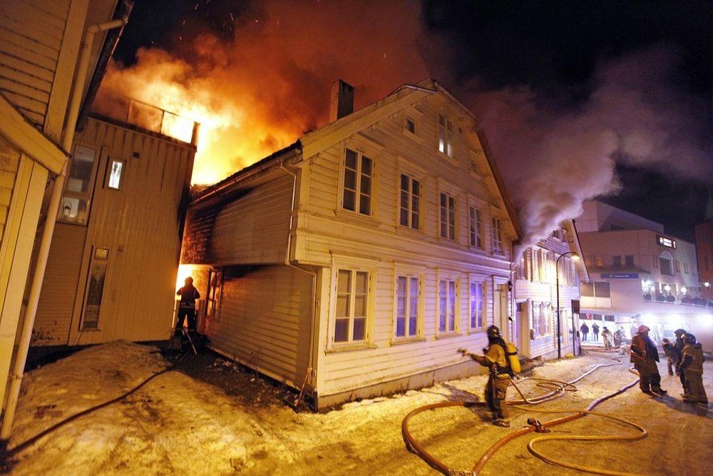 DOBBEL DOSE: Harddisken som ble utsatt for den største påkjenningen måtte tåle dobbel dose av både brann og fall.