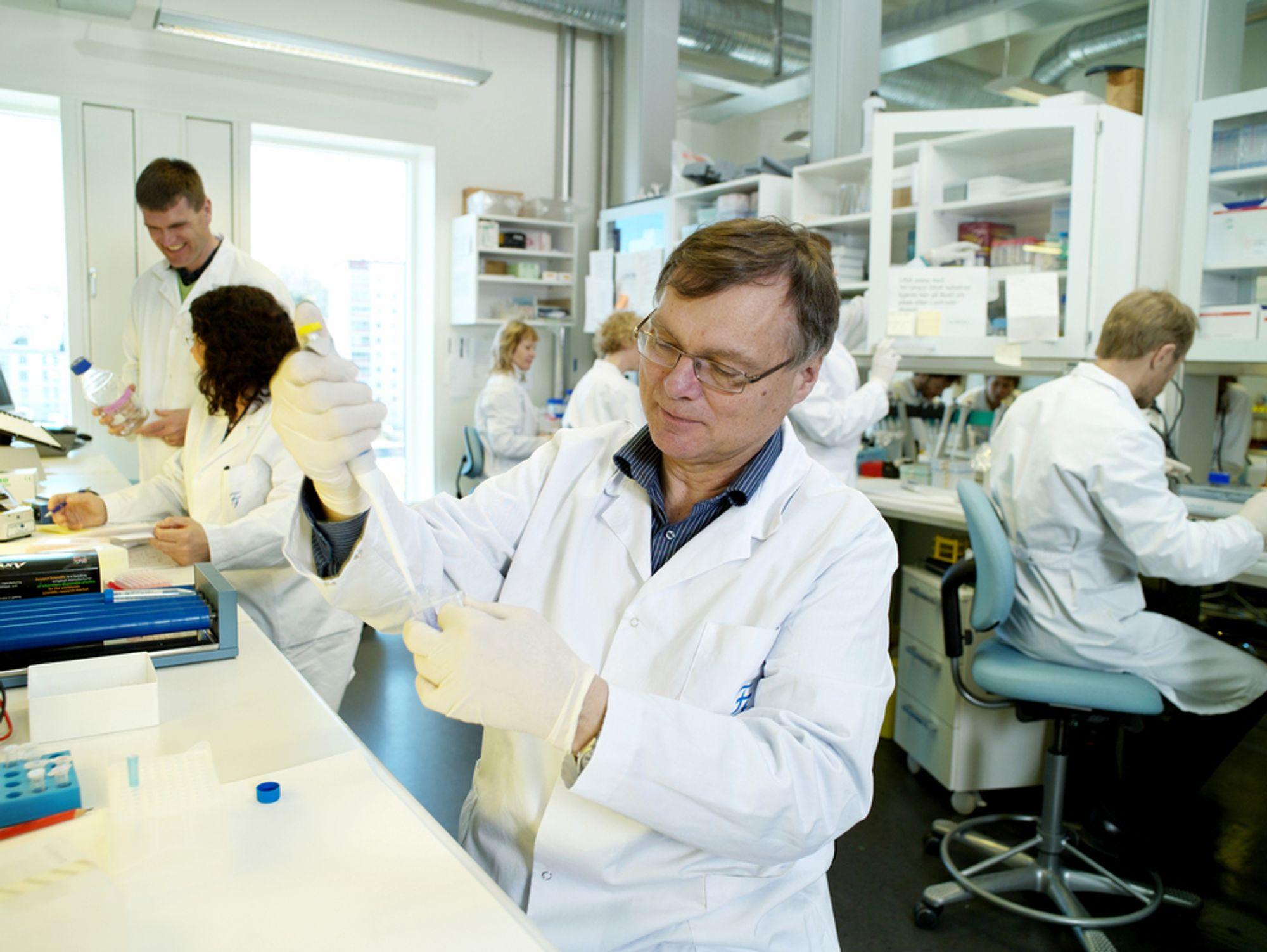 ETTERLYSER BRED DEBATT: -  Innføringen av biodrivstoff har vært drevet av den grønne bølgen, og man har antatt at alt som har med biodrivstoff å gjøre har vært bra. Dessverre er det ikke alltid sånn, sier DNA-professor Hans Krokan ved NTNU.