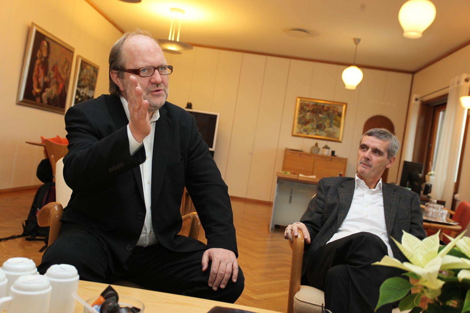 FRAMTIDA ER DIGITAL: P4-sjef Kalle Lisberg og NRK-sjef Hans-Tore Bjerkaas er hundre prosent enige om to ting: Radioen skal digitaliseres, og første skritt er å slokke FM-nettet.