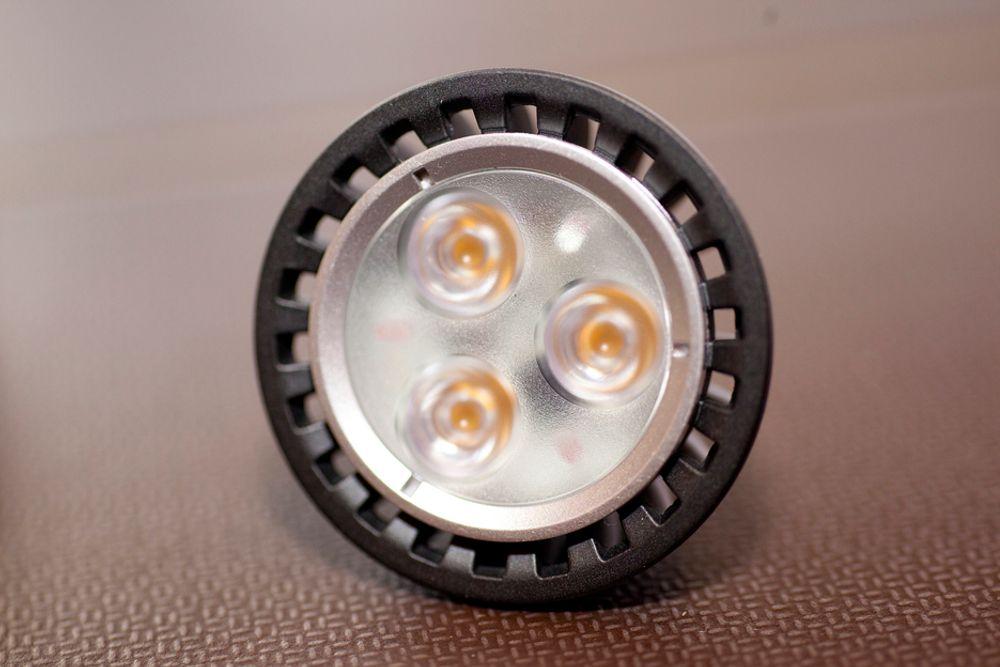 Bildet viser en LED-pære.
