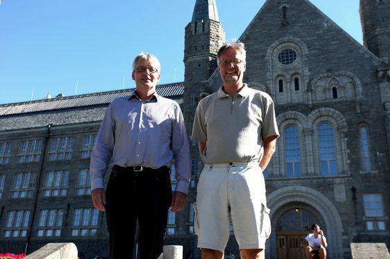 NYTT KRAFTTAK: De to NTNU-professorene Olav B. Fosso (t.v.) og Amund Bruland vil se om de sammen kan skape et tredje alternativ for kraftledningene.