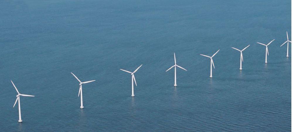 TIL HAVS: Vindturbiner ute i sjøen er ikke nytt. Dette er Middelgrunden utenfor København. Norge vil plassere vindturbinene lengre ute. Da trenger vi mer kunnskap.