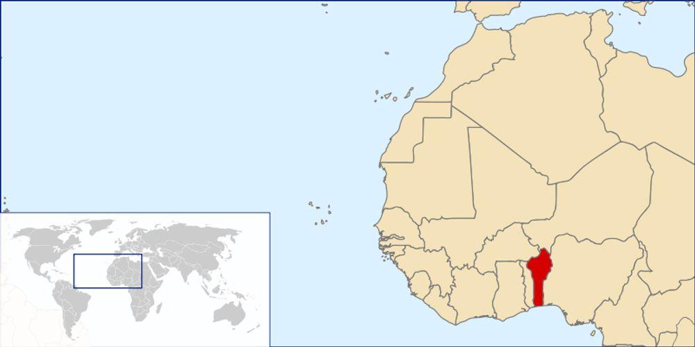 Benin ligger mellom Togo og Nigeria ved den afrikanske vestkysten. Republikken har nesten 8,5 millioner innbyggere, hvorav en tredjedel lever under den internasjonale fattigdomsgrensen ($1,25 per dag).