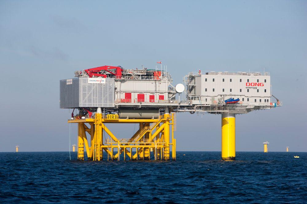 HAVVIND: På denne boligplattformen ved havvindparken Horns Rev 2 i Danmark kan det bo inntil 24 personer. I framtiden vil slike boligplattformer bli vanlige ved havvindparker, akkurat som i oljebransjen, tror ekspertene.