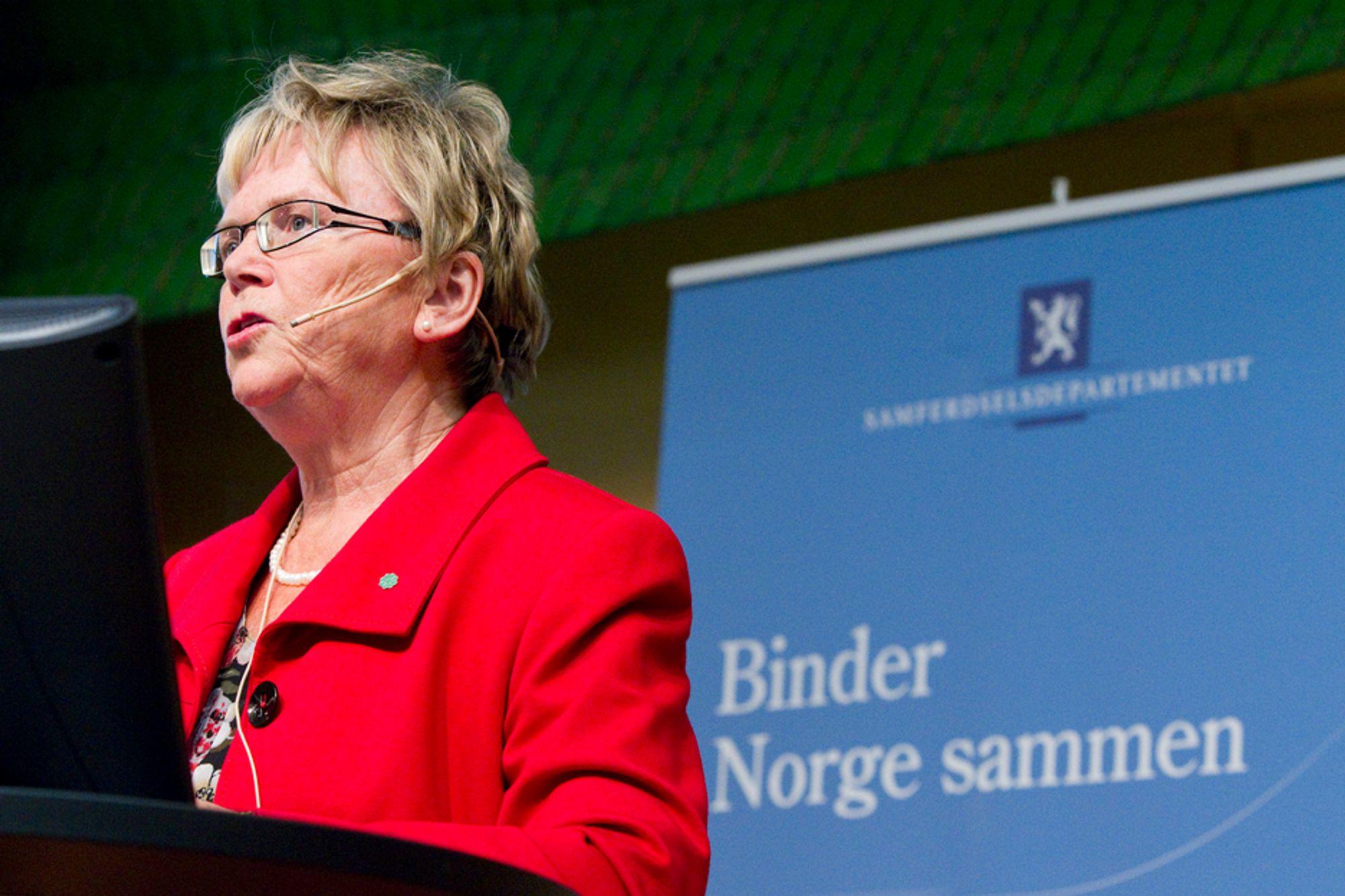Samferdselsminister Magnhild Meltveit Kleppa (Sp) frykter at datalagringsdirektivet kan legge stadig nye områder under seg på bekostning av personvernet. Tirsdag holdt hun seminar for både motstandere og tilhengere.