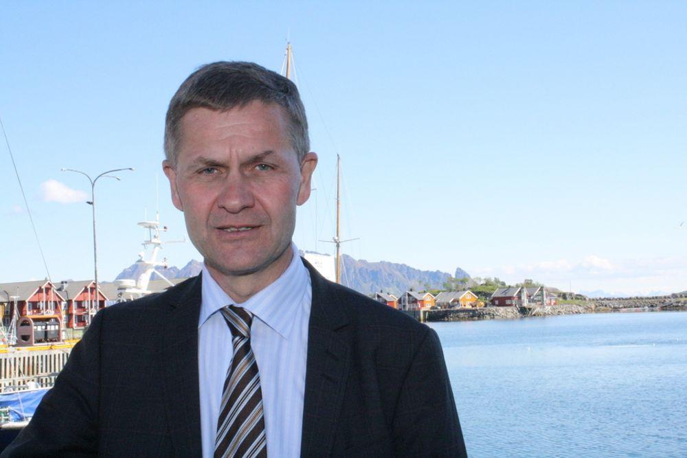 - Det går ikke an å bygge et helhetlig regjeringsalternativ på motstand mot den sittende regjeringen, sa Erik Solheim under dagens Mongstad-debatt..