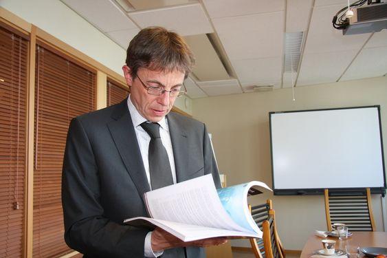 VERKTØY: Boka Arbeidsmiljøkriminalitet er med på å gi området høyere priroitet og styrker kompetansen, tror førstestasadvokat Hans Tore Høviskeland i Økokrim.