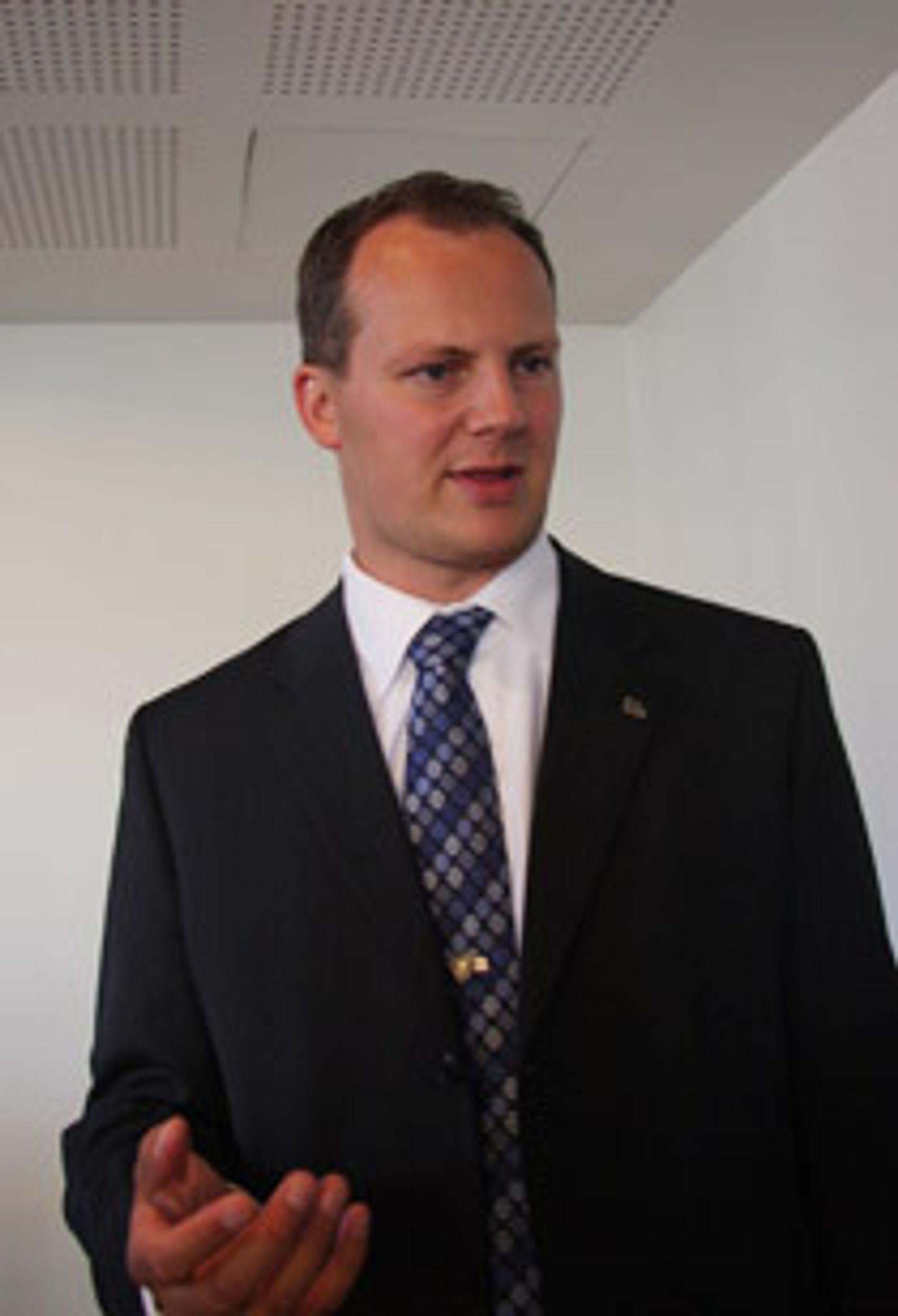 PENGEBLINDE: - Det virker som om regjeringen har blitt pengeblinde når det gjelder CO2-rensing, mener Ketil Solvik-Olsen i Frp.