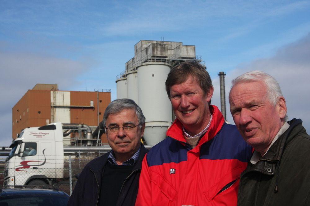 SKUFFET: - Et skikkelig tilbakeslag, mener Thor Oscar Bolstad (midten) etter at Skanled-planene legges bort. Her flankert av Rolf Hage i Skagerak Kraft AS (t.v.) og Tom Bøckmann i Telemark Gassforum.