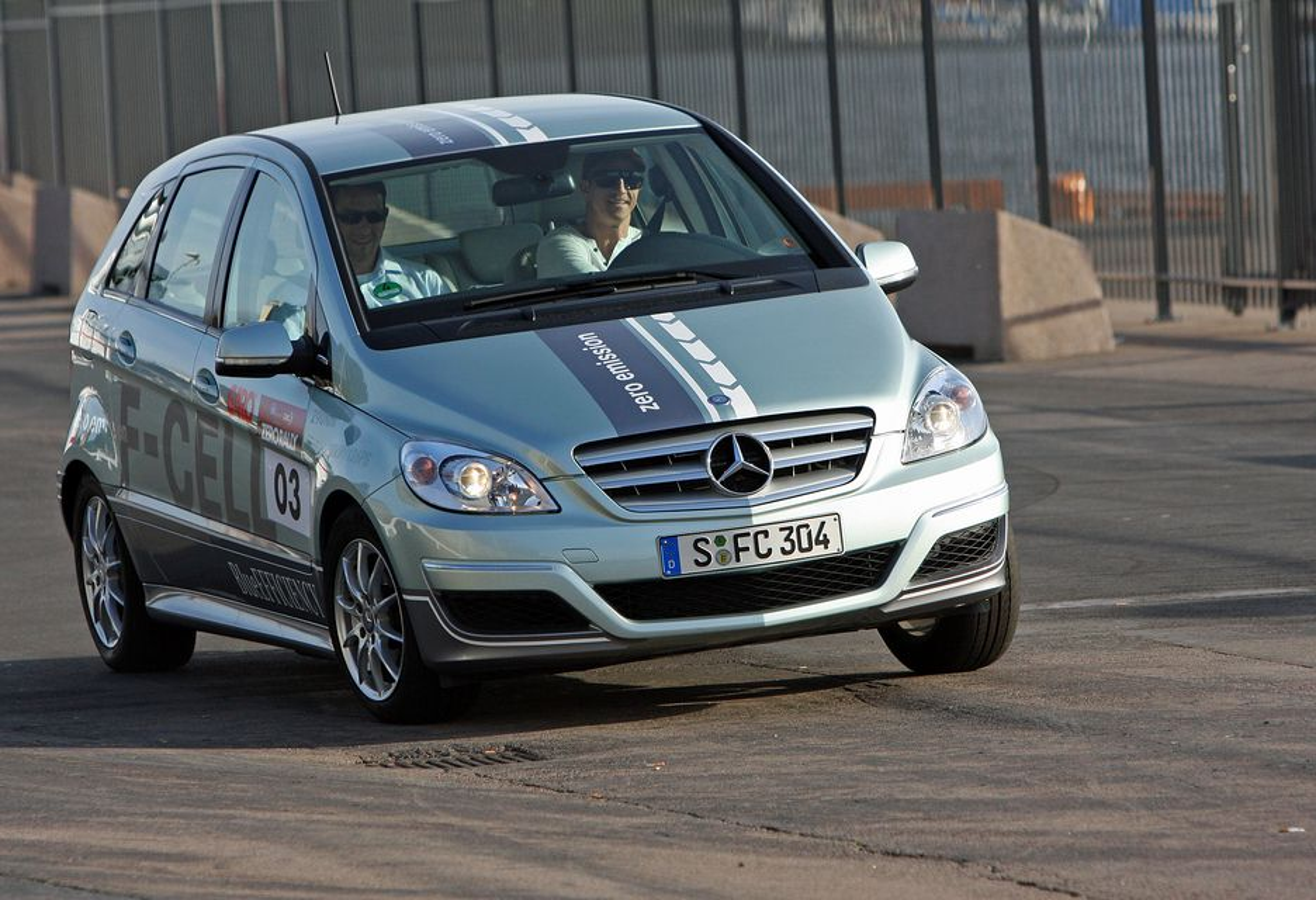 FULL FART: Merceds-Benz F-Cell deltok i miljøbilløpet Zero Rally denne sommeren.