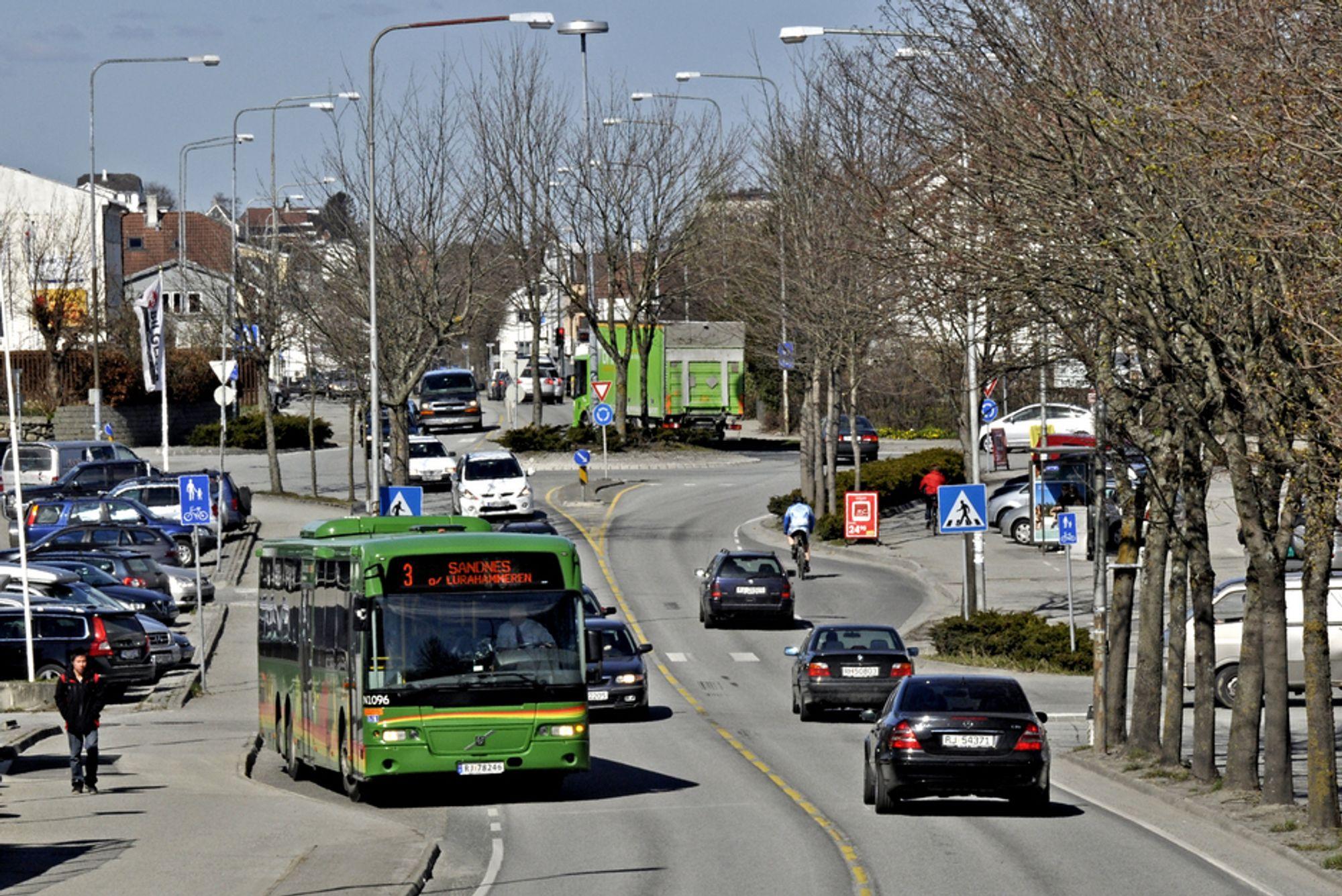 Nedre billedkant markerer søndre endepunkt for strekningen som skal utvides. Bussene får mye bedre forhold når jobben er gjort 1. juni neste år.