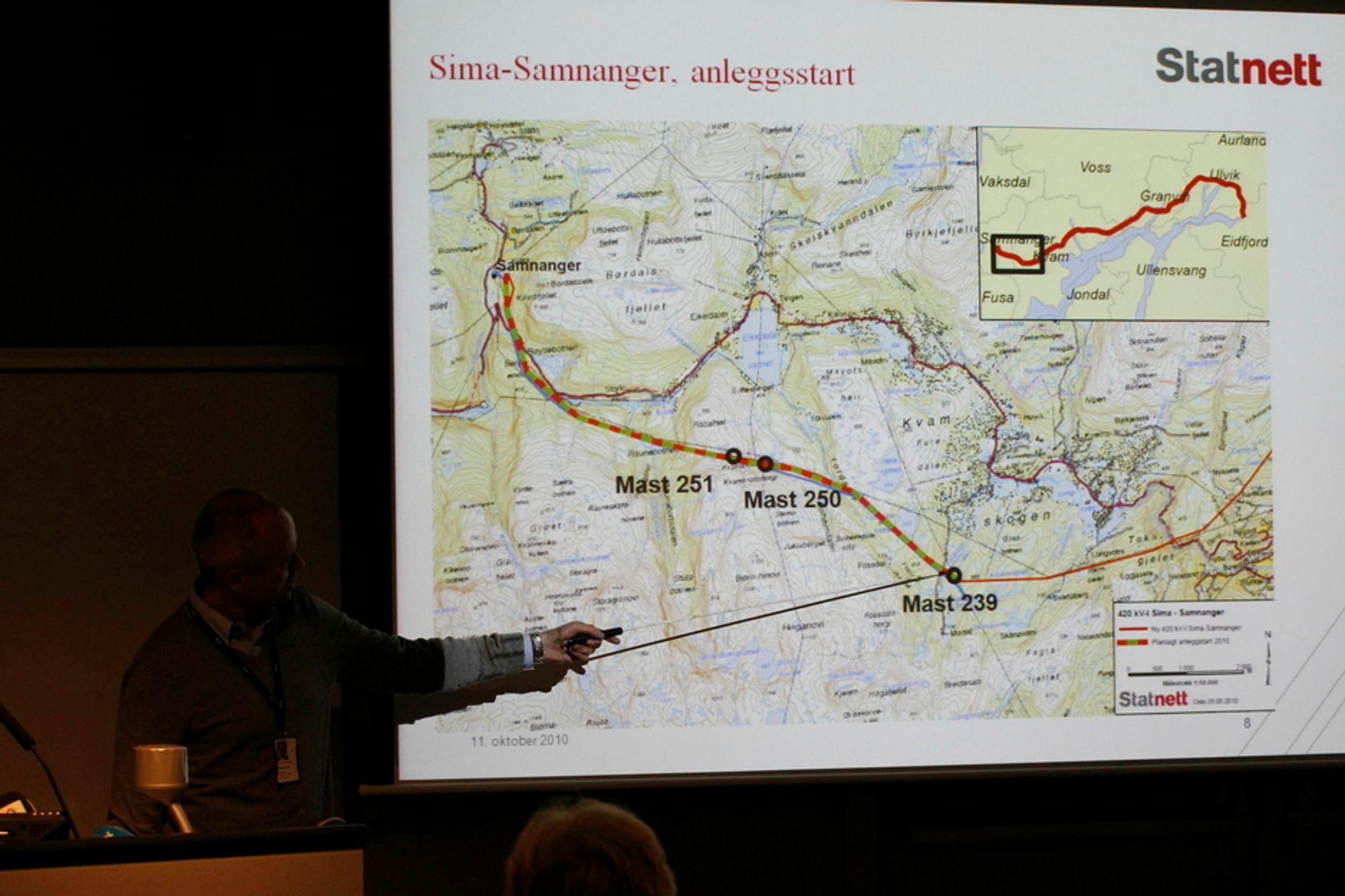 INFORMERTE: På en pressekonferanse mandag opplyste Statnetts kommunikasjonsdirektør Tor Inge Akselsen om byggestarten for kraftledningen fra Sima til Samnanger.
