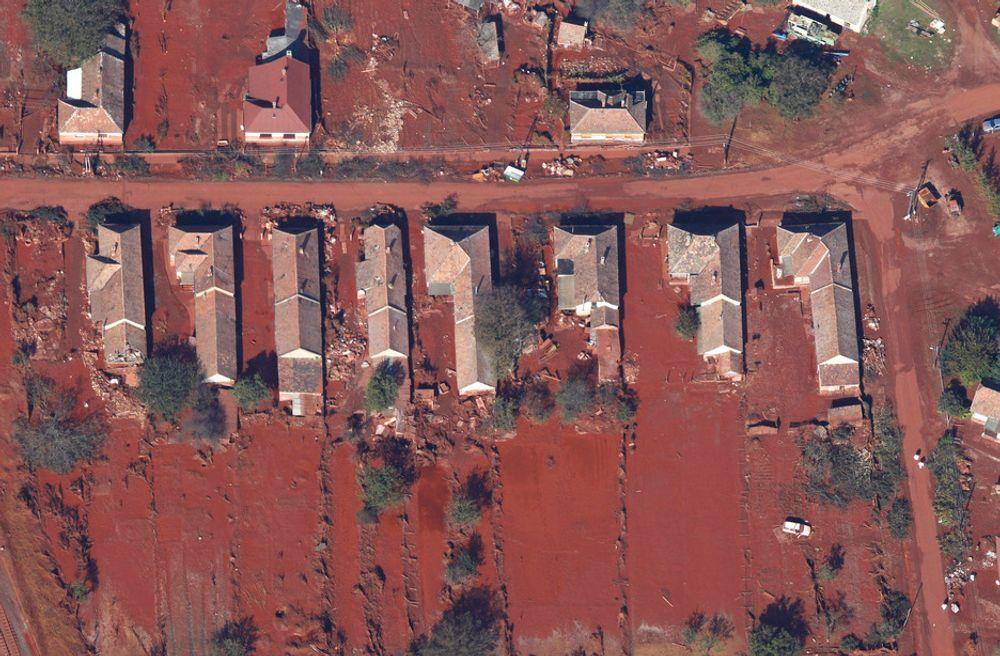 KATASTROFE: Bildet viser den evakuerte landsbyen Kolontar som nå trues av et nytt giftutslipp.