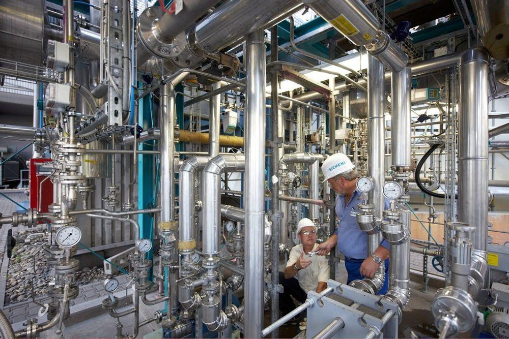 IKKE LØNNSOMT? SSB og Frischsenteret mener det ikke er lønnsomt å ettermontere fangst- og lagringsløsninger for CO2. Illustrasjonsfoto fra EONs kullkraftverk Staudinger i Tyskland, hvor Siemens har installert et testanlegg for CO2-fangst.